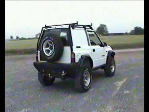 Suzuki Vitara spinning wheel off-road