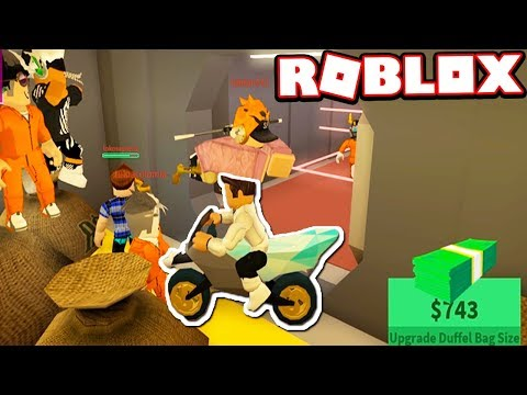 ROBBING THE BANK WITH A MOTORCYCLE!!! (Roblox Jailbreak)