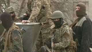 Ukrainian troops face militants in the east