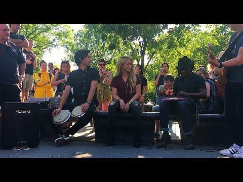 Shakira - Chantaje (Acoustic) - Live at Washington Square Park, NYC