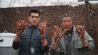 【食味阿远】阿远第一次用吊炉烤羊肉串,大雪天吃羊肉很过瘾,仨朋友吃爽了 | Shi Wei A Yuan