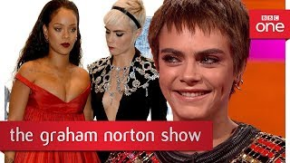 connectYoutube - Cara Delevingne's funny photo with Rihanna & Emma Thompson -The Graham Norton Show: 2017 - BBC One