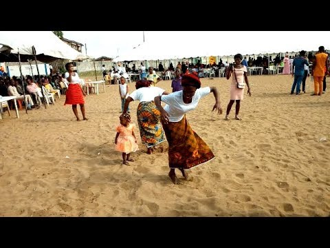 Download Na wao o...  Igala people in Kogi showcase their dancing steps.