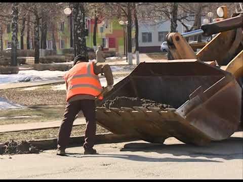 В Губкине начались весенняя уборка улиц и ямочный ремонт дорог