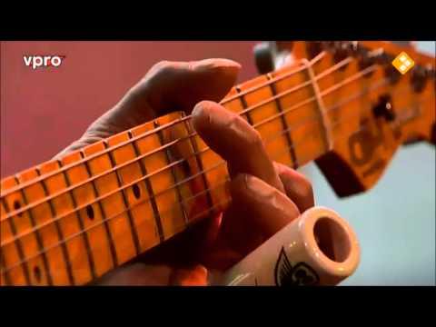"Rene van Barneveld (""Tres Manos"") Slide Plays Plastiek nr 1 & 2"