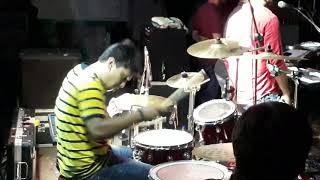 Nadan parindey Tanay Nandi playing drums with Rituraj Mohanty