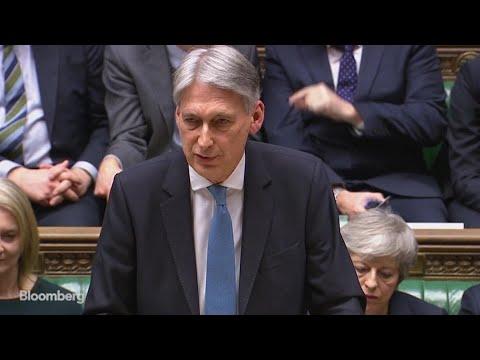 U.K.'s Hammond Sounds Alarm on No-Deal Brexit