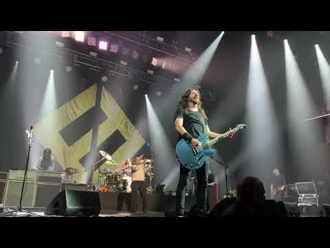 Off The Air: Jammin' Jessie - Foo Fighters Stage Crasher Nearly Takes Out Drumkit!