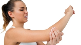 видео Болит локоть в суставе: что делать? Чем лечить?