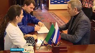 В Махачкале прошел единый день сбора подписей в поддержку Владимира Путина  15.01.17 г.