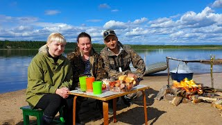 Вывез женщин на рыбалку, и ухой их накормил! Из свежайшей рыбки нашей, той что в речке наловил!