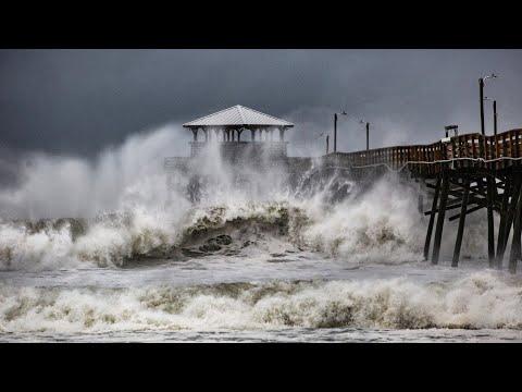 Hurricane Florence bears down on Carolinas