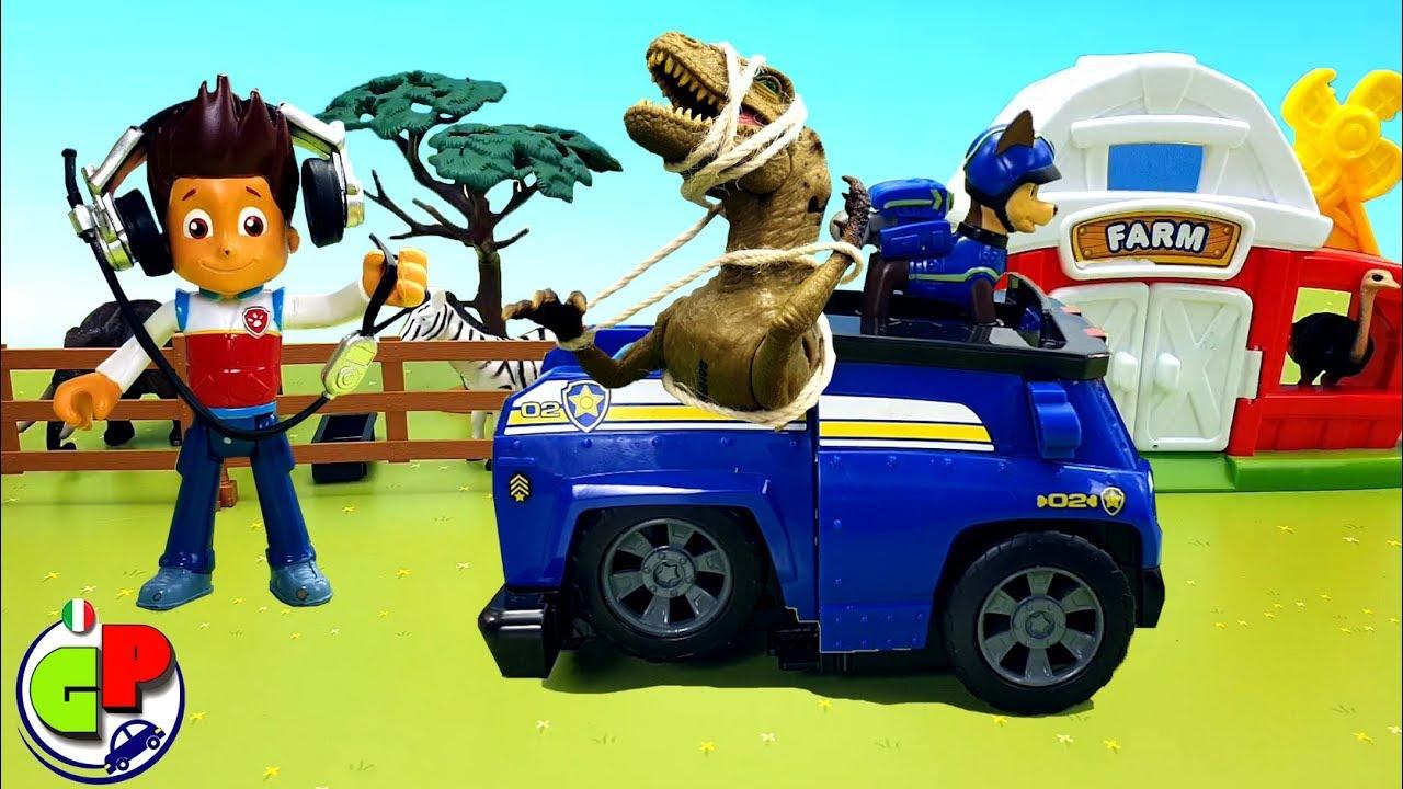 Cartone animato con auto e giocattoli paw patrol. surprise for