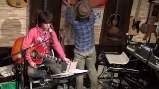 17年1月23日(月)福岡のフォーク喫茶「白いギター」にて♪ 白いギターと置...