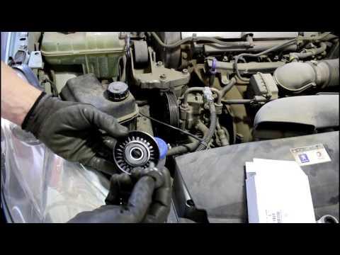 Peugeot 407  1,8  Пежо 407 2005 года Замена роликов приводного ремня