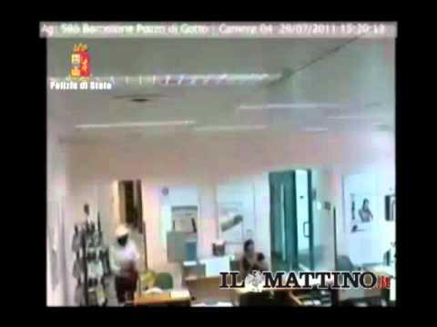 Messina, travestiti da donna per rapinare banca: arrestati/ Video