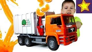 Машинка Мусоровоз против апельсинов! Пробуем сок из мусоровоза! Video for children(Привет, ребята! В этой серии Игорюша делает апельсиновый сок с помощью машинки мусоровоза Брудер. С одной..., 2017-03-13T05:00:03.000Z)