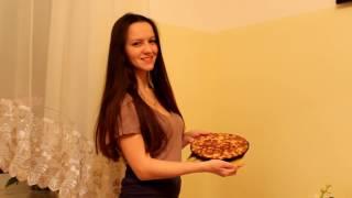 Видеоурок по приготовлению пирога из яблок. Шарлотка.