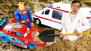 Видео про машинки и супергероев. Клиника игрушек: Молния Маквин застрял в песочнице! Игры в больницу