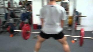 Становая тяга в стиле сумо