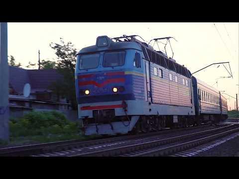 Мотороллер и поезд