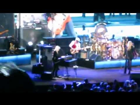 """Fleetwood Mac Live at Oracle Arena: """"Don't Stop"""""""