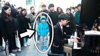 남학생이 피아노 치다가 갑자기 아이를 껴안은 이유는?