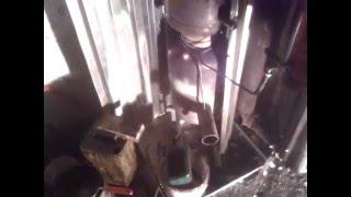 Про гараж -04 продолжение про дым. печь на отработке.(Печка на отработке без наддува, горит красная, немного дымит греет гараж 7х8м. рассчитываю сделать от неё..., 2015-12-12T13:18:30.000Z)