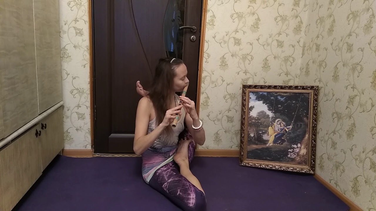 Йога под звуки флейты. |  Yoga to the sound of the flute.