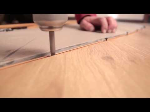 Установка порога между ламинатом и плиткой