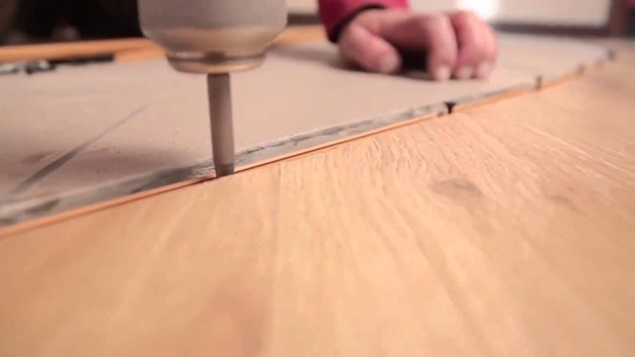 Установка переходного профиля между ламинатом и плиткой - YouTube