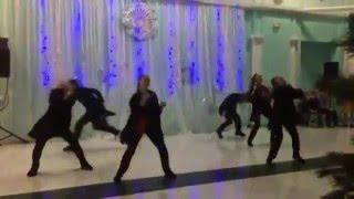 Танец команды Мигеля на новогоднем вечере