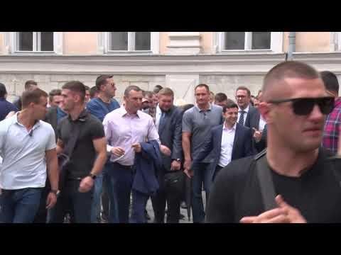 Президент України у