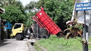 Dumptruck COLT Mitsubishi Unloading Dirt