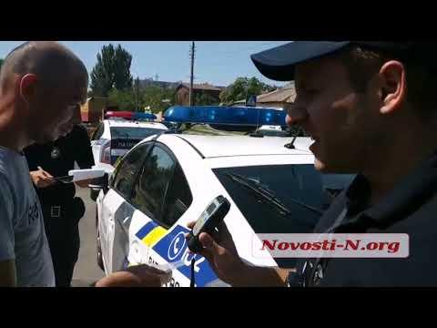 Новости-N: Водитель Жигулей проходит проверку на алкотестере - 3,64 промилле