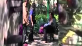 Au alungat-o din parc pentru că hrănea copilul la sîn