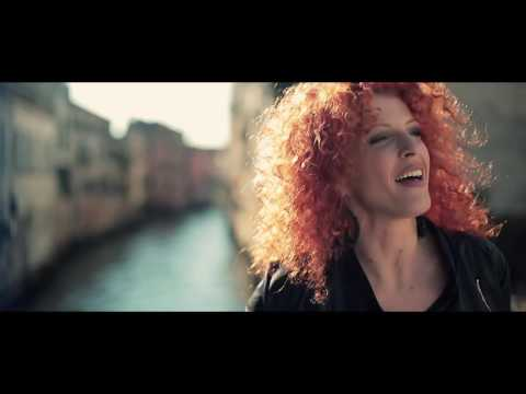 E' AMORE – ROSSELLA FERRARI E I CASANOVA (OFFICIAL VIDEO)