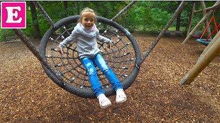 Ева Играет на детской площадке в Парке Флораль Париж - Eva Vlog