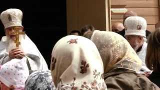 Duchowny prawosławny i katolicki we wspólnej procesji.