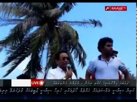 Yameen addressing the mutinying police and MNDF crowd - 7 Feb 2012