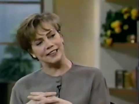 Kathleen Turner (INDISCRETIONS) interviewed on LIVE! with Regis & Kathie Lee (25-Aug-1995)