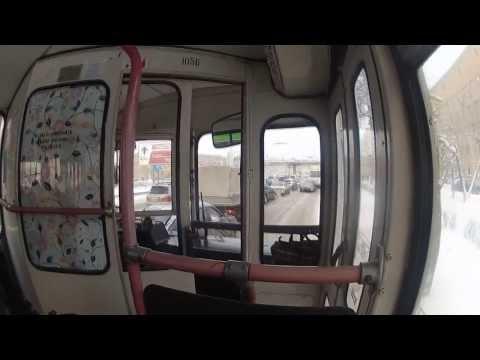 Как при помощи мата женщина управляет троллейбусом