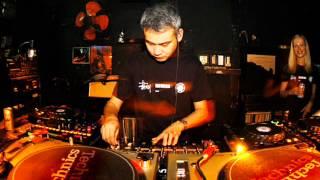 Satoshi Tomiie - Live @ Home Club Budapest (2004.10.15.)
