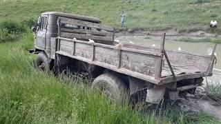 #ГАЗ-66 застрял в болоте воде.#Трактор Беларус вытащил