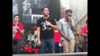 """Pandji Pragiwaksono Ft Teddy Aditya - Ode Untuk Ayah (at Museum Nasional """"INDONESIA:"""")"""