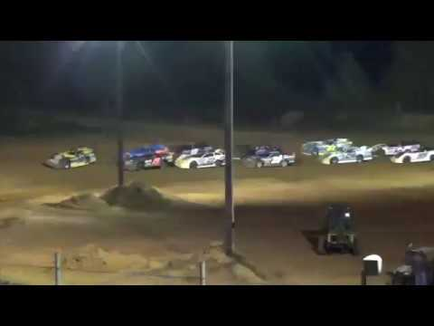 Hard Wreck   Dirt Late Model Slams the Wall at Southern Raceway