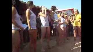 Красивые девченки зажигают на конкурсе мокрых маечек. Осторожно СИСЬКИ!!!(, 2013-10-13T13:12:33.000Z)