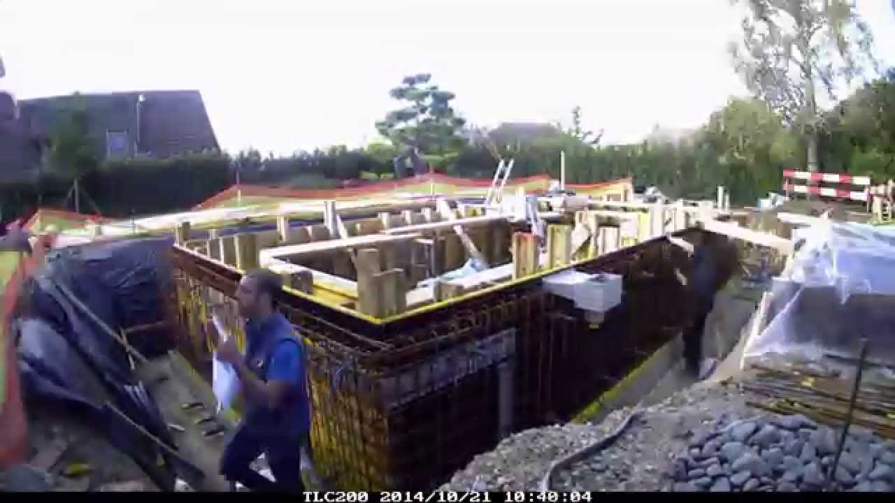 Construction piscine b ton arm youtube for Construction piscine desjoyaux youtube