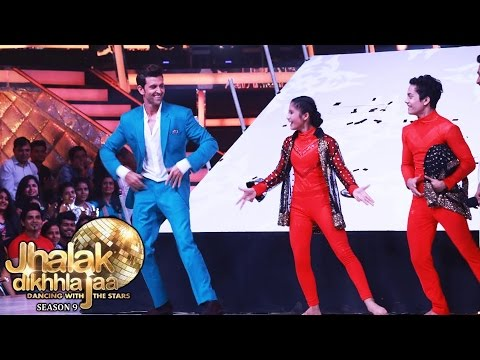 Hrithik Roshan DANCES On Jhalak Dikhhla Jaa 9 Finale | Kaabil Promotion