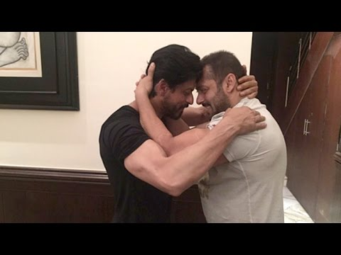 Thumbnail: Shahrukh Salman HUG At Mannat On SRK's 50th BIRTHDAY 2015 & Praises For Each Other In Public